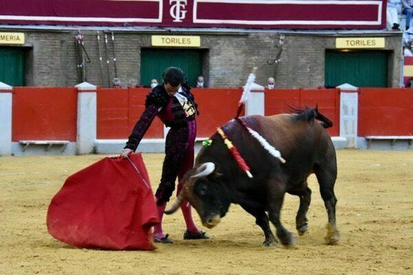 Juan Ortega corta una oreja en Granada