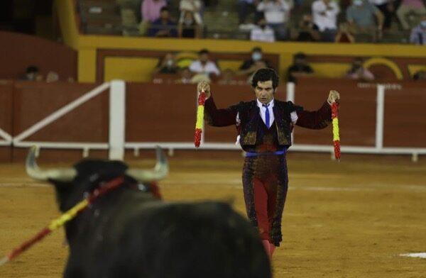Morante pone banderillas en Algeciras