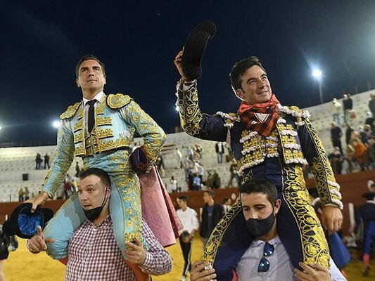 Octavio Chacón e Imanol Sánchez a hombros en Casta Navarra